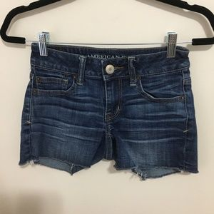 AMERICAN EAGLE shortie distressed jean shorts E24